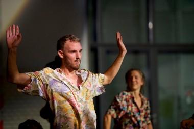 Open Spaces/Sommer Tanz 2018 , Dance : Alistair  Watts (l) & Johanna Ackva (r)